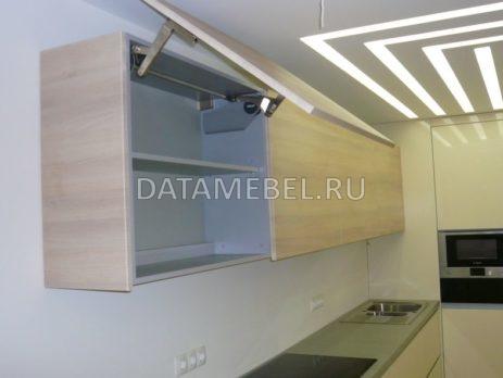 светлая кухня без ручек 4