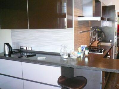 глянцевая коричневая кухня 1
