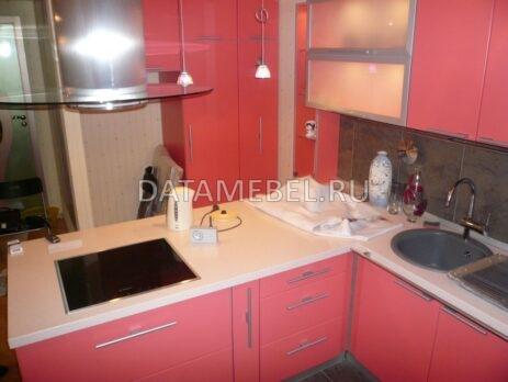 угловая красная кухня 22