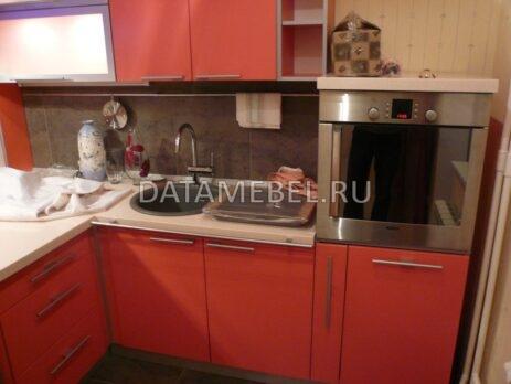 угловая красная кухня 13